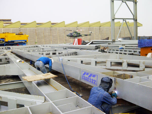 bangun pabrik atau gudang dengan struktur baja wf